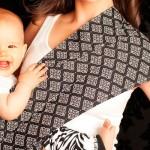 Nainen ja vauva kantoliinassa